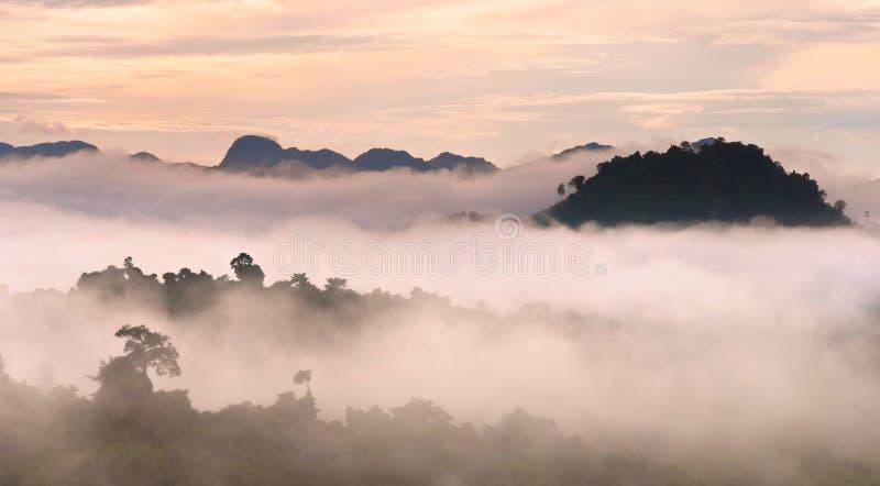 国家公园水坝Ratchaprapha水坝,泰国 图库摄影