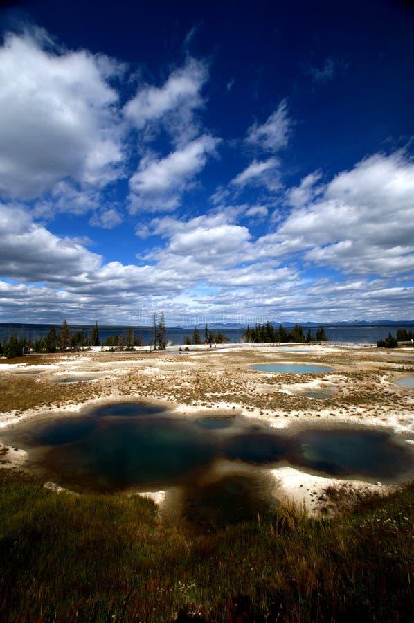 国家公园池塘含硫黄石 库存图片