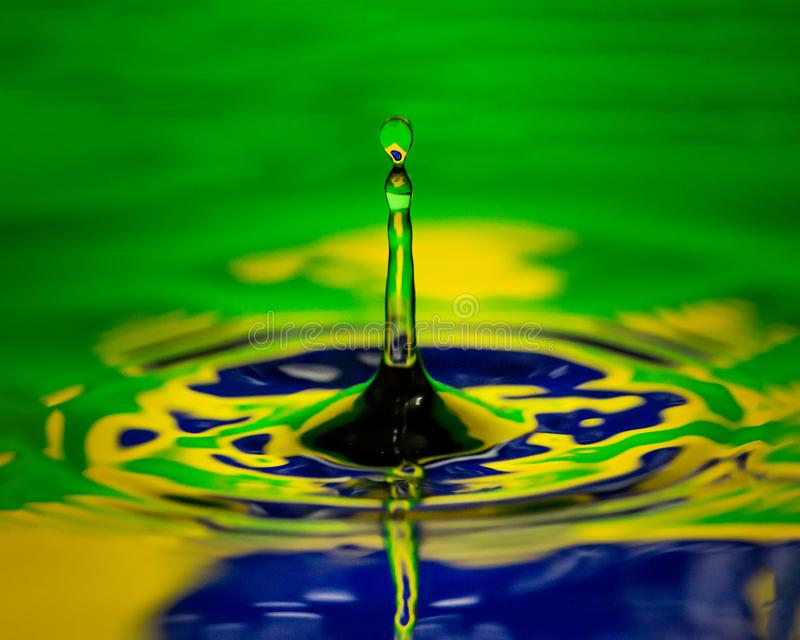 国家巴西水滴水关闭宏观旗子  免版税库存图片
