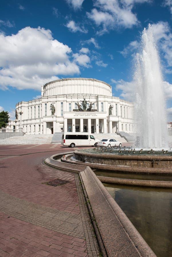 国家歌剧院议院在晴天 免版税库存照片