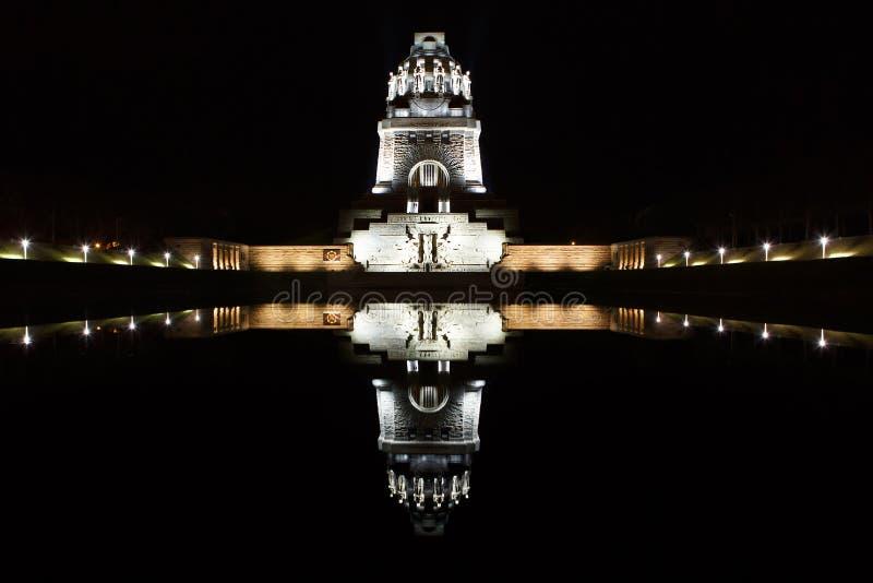 国家纪念碑争斗在夜之前在莱比锡,德国 免版税库存图片