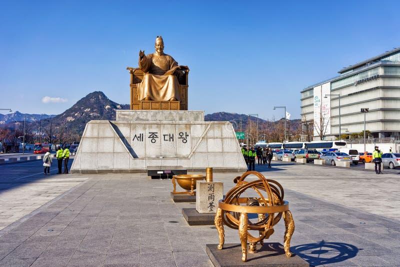 国王Sejong的雕象Gwanghwamun广场的在汉城 库存图片