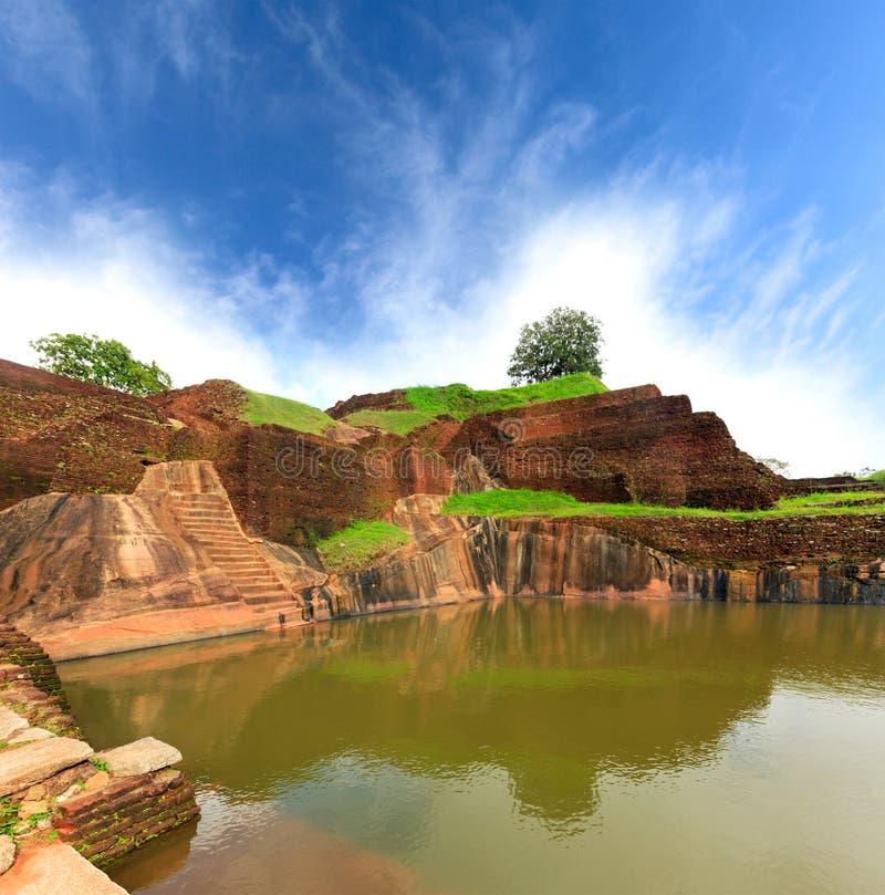 国王swimmig水池在锡吉里耶 免版税库存图片
