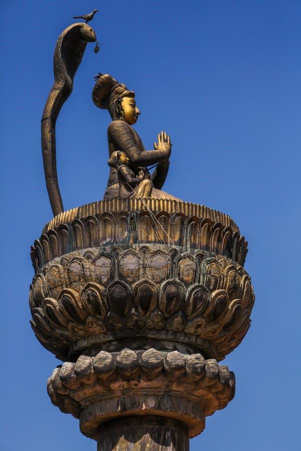 国王yoganarendra mallas雕象 免版税库存图片