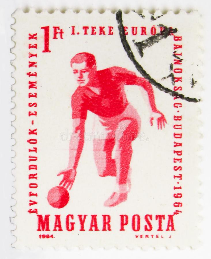 国际体育邮票陈列在里米尼,在滚保龄球的1964年serie的第一欧锦赛,大约1964年 免版税图库摄影