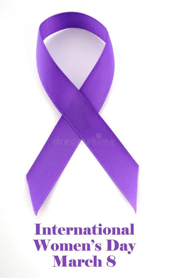 国际妇女天,丝带3月8日,紫色 库存图片