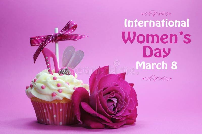 国际妇女的天杯形蛋糕 免版税库存照片