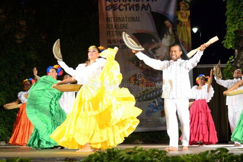 国际民间传说节日舞蹈家在阶段瓦尔纳保加利亚 库存照片