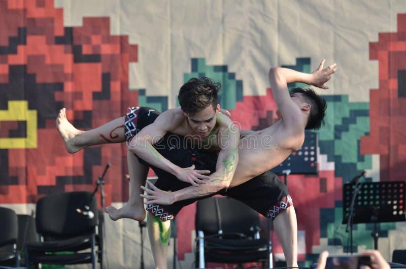 国际民间传说节日:中国舞蹈家 图库摄影