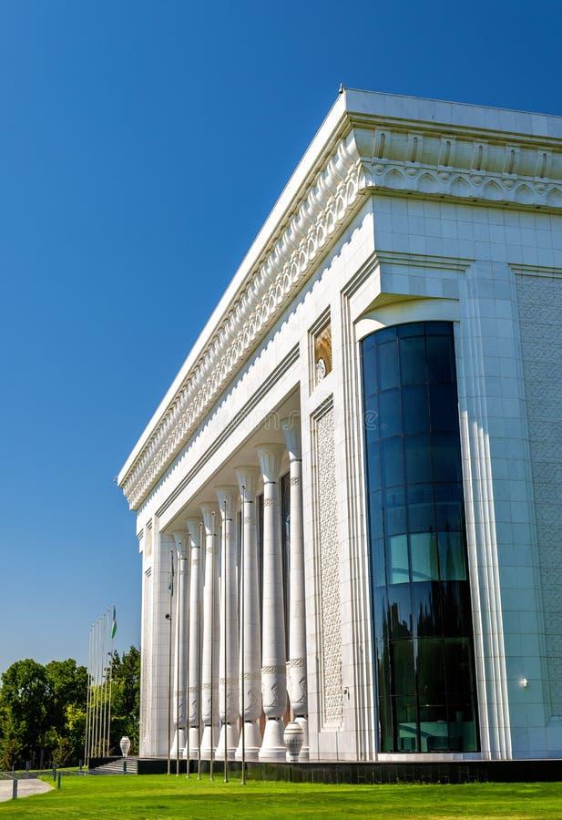 国际论坛& x27宫殿; Uzbekistan& x27;在贵族Temur广场在塔什干 免版税库存图片