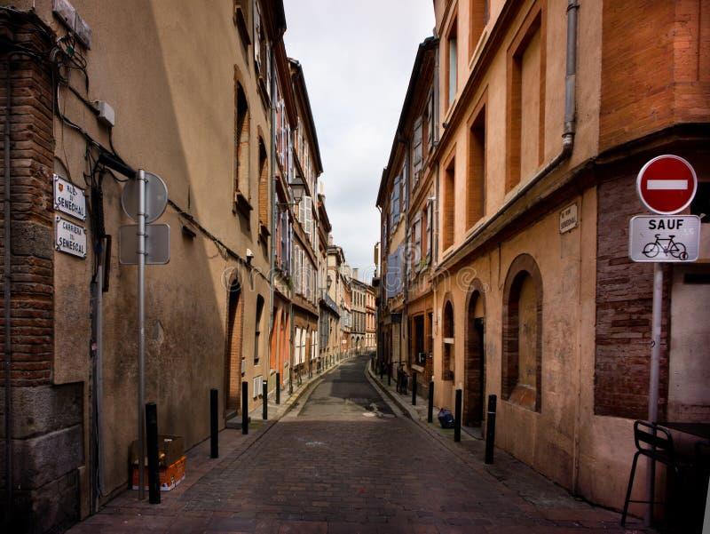 图卢兹狭窄的街道  图库摄影