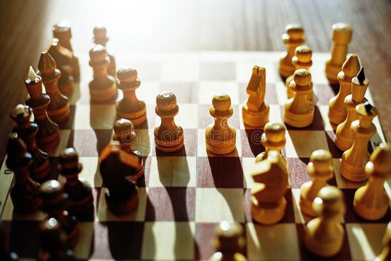 图在棋枰被安置 比赛的期初 库存照片