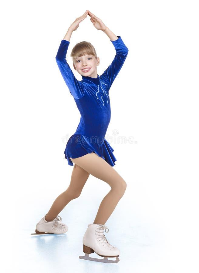 图女孩滑冰的年轻人 免版税库存照片