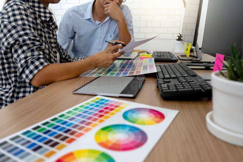 图形设计工作的团队工作 图库摄影
