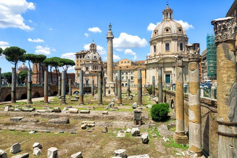 图拉真广场在罗马 免版税图库摄影