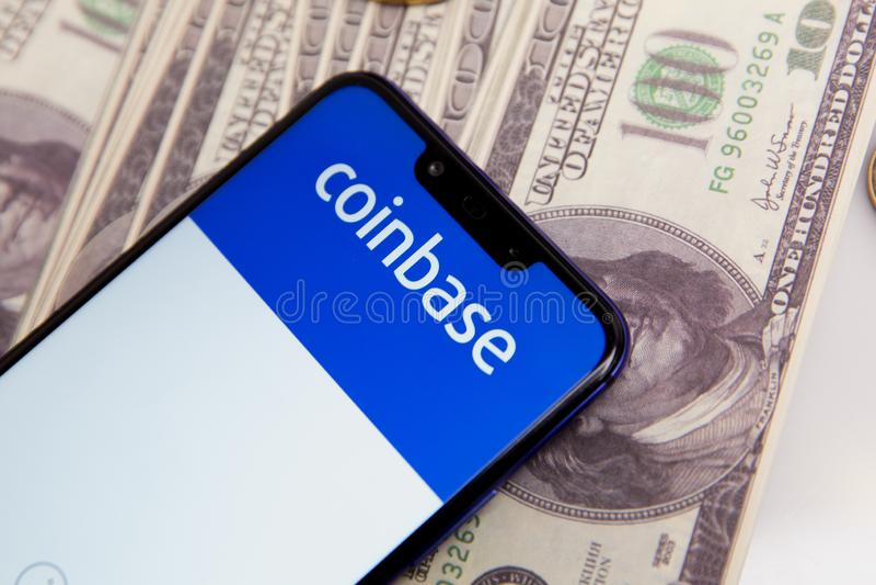图拉,俄罗斯- 2019年2月18日:购买Bitcoin和更多,安全在显示的钱包流动应用程序 库存图片