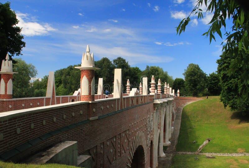 图桥梁在Tsaritsino,莫斯科,俄罗斯 免版税库存图片