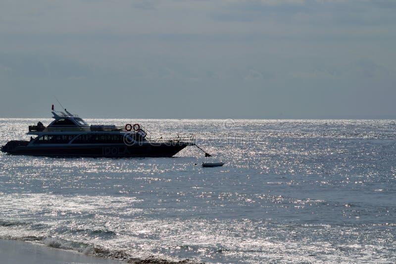 图片在巴厘岛被做了在2018年9月由一艘等待的船 库存照片