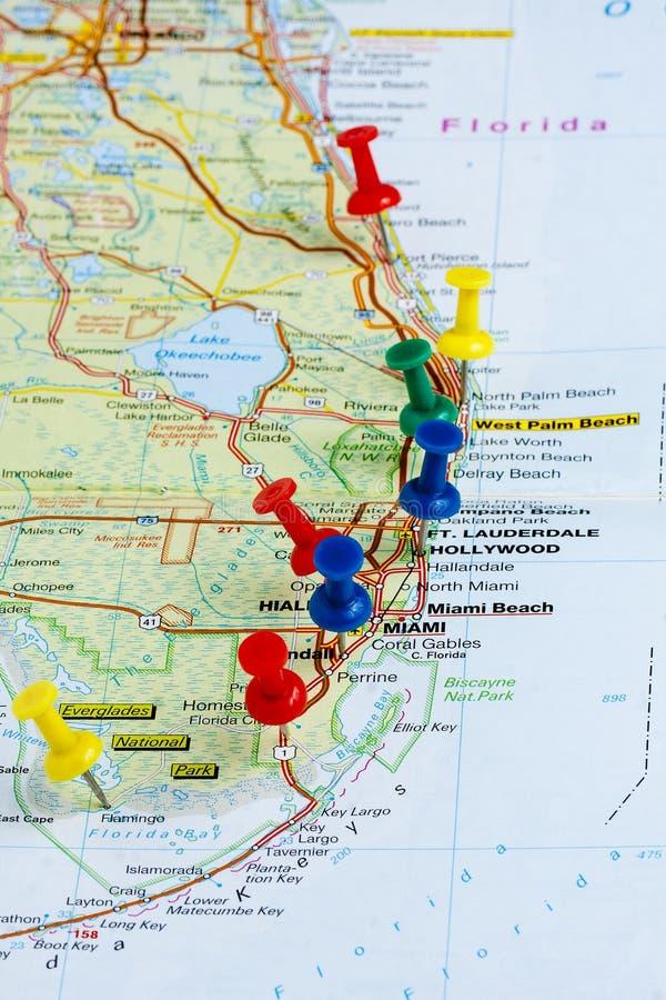 图钉佛罗里达地图图钉 免版税库存图片