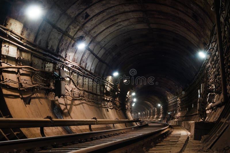 圆地铁隧道向左转 免版税图库摄影