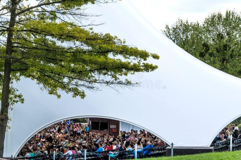 圆形剧场在城堡公园Phillipsruhe在哈瑙,德国 库存图片