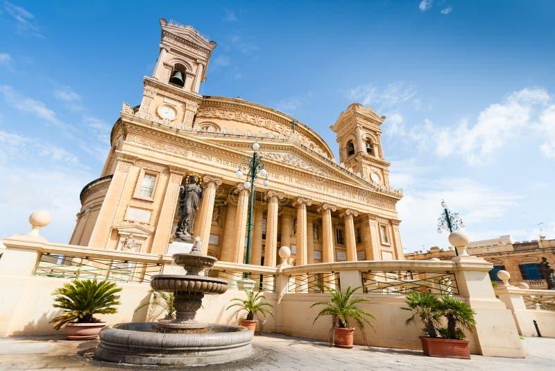 圆形建筑莫斯塔是天主教堂在莫斯塔,马耳他 库存图片
