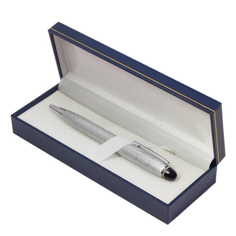圆珠笔在白色隔绝的礼物盒银 库存图片