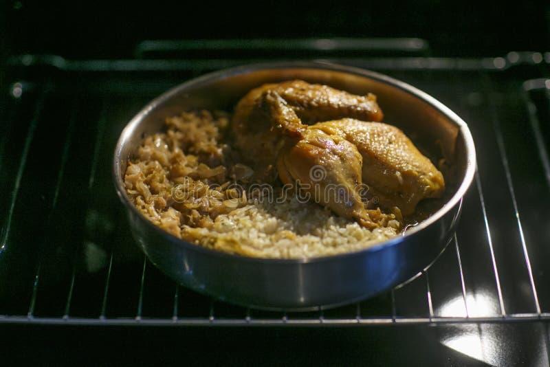 圆白菜卷用肉米和菜 白菜卷叶子用肉 Dolma golubtsy sarma的sarmale或golabki 免版税图库摄影