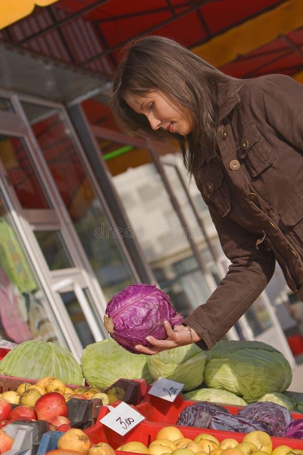 圆白菜市场红色蔬菜 免版税库存照片