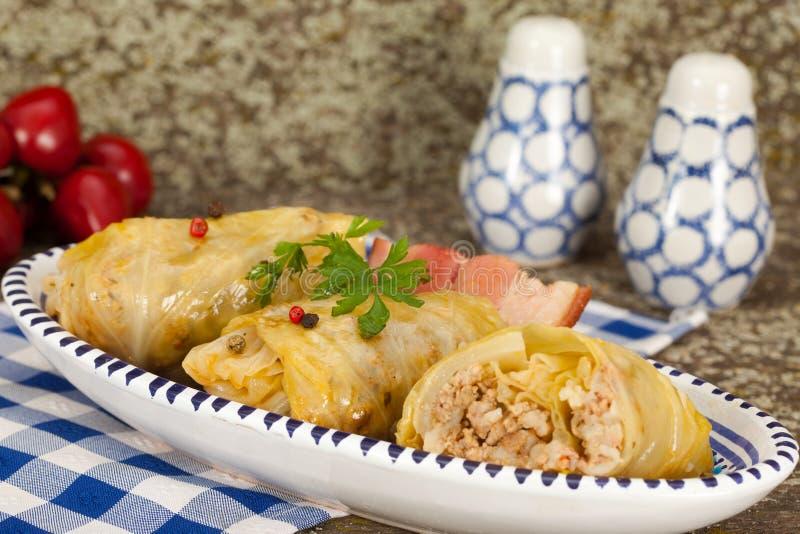圆白菜滚动用米和肉末 图库摄影