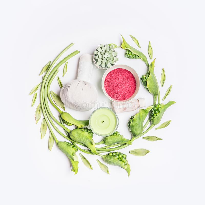 圆的圈子构成用家庭身体关心的,顶视图各种各样的健康治疗设备 免版税库存图片