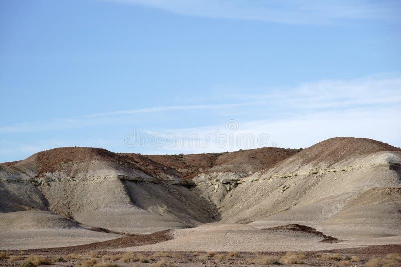 圆的岩层在莫哈韦沙漠 免版税库存图片