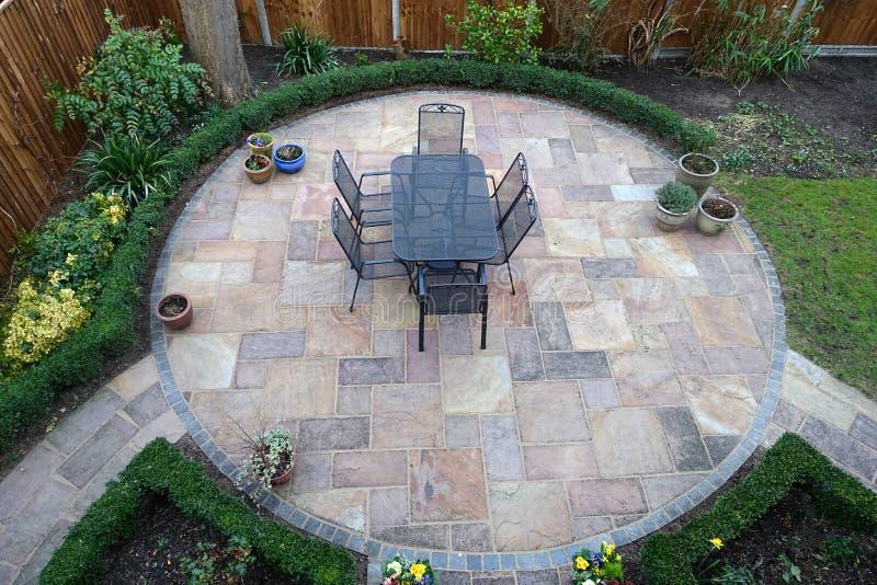 圆的庭院露台 免版税库存图片