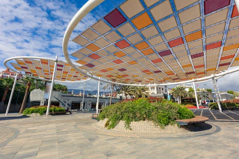 圆的散步伞在特内里费岛临近El杜克 免版税库存照片