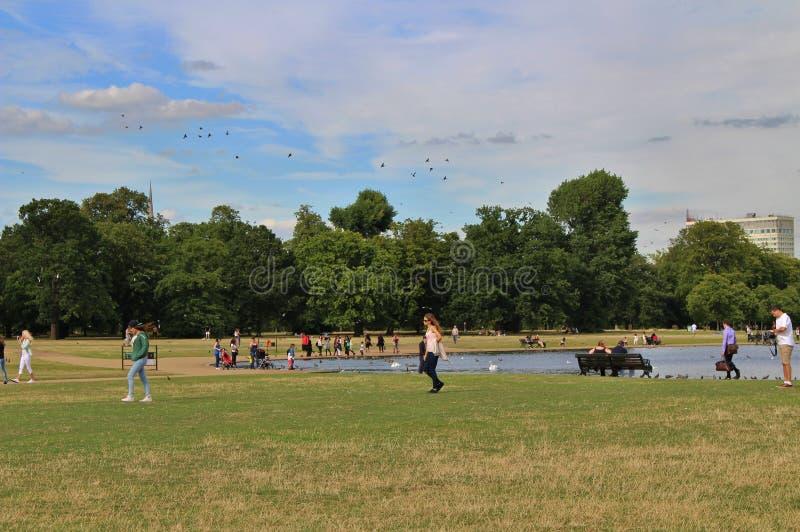 圆的池塘,肯辛顿GardensThe圆的池塘,肯辛顿庭院 免版税库存照片