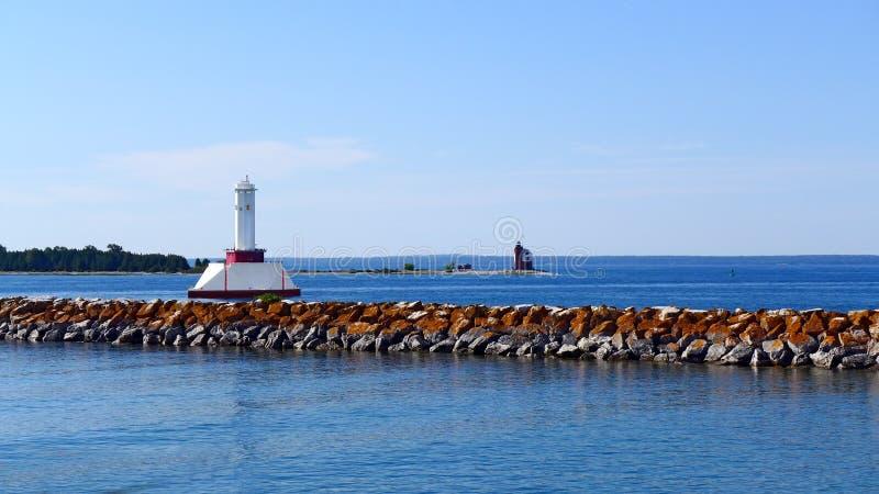 圆的海岛灯塔 免版税库存图片