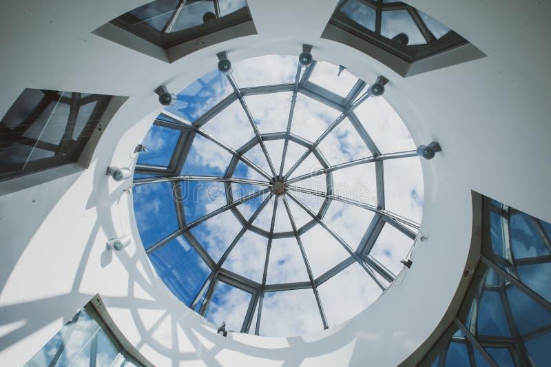 圆的玻璃圆顶,时髦的几何照片 库存照片