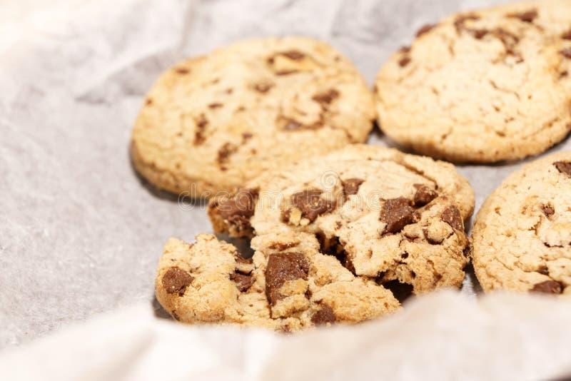 圆的软性烘烤巧克力曲奇饼 免版税库存图片