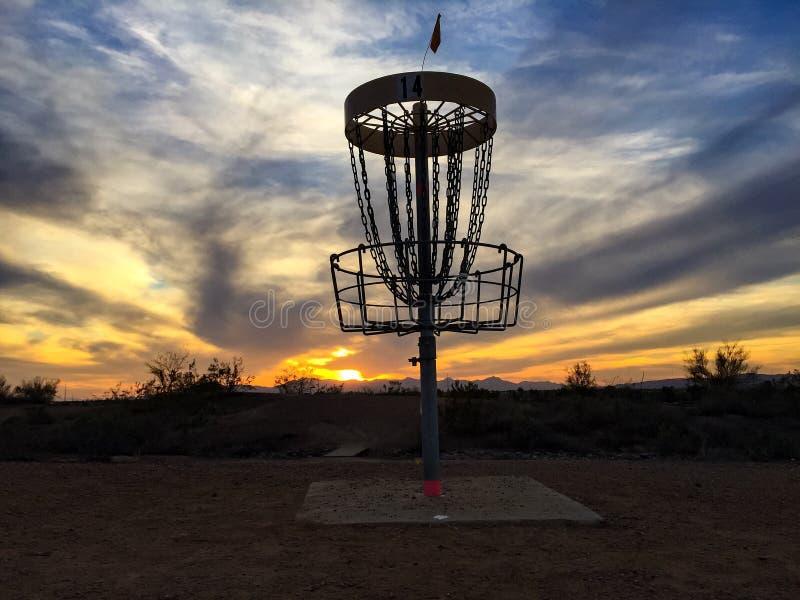圆盘日落的高尔夫球场 免版税库存照片