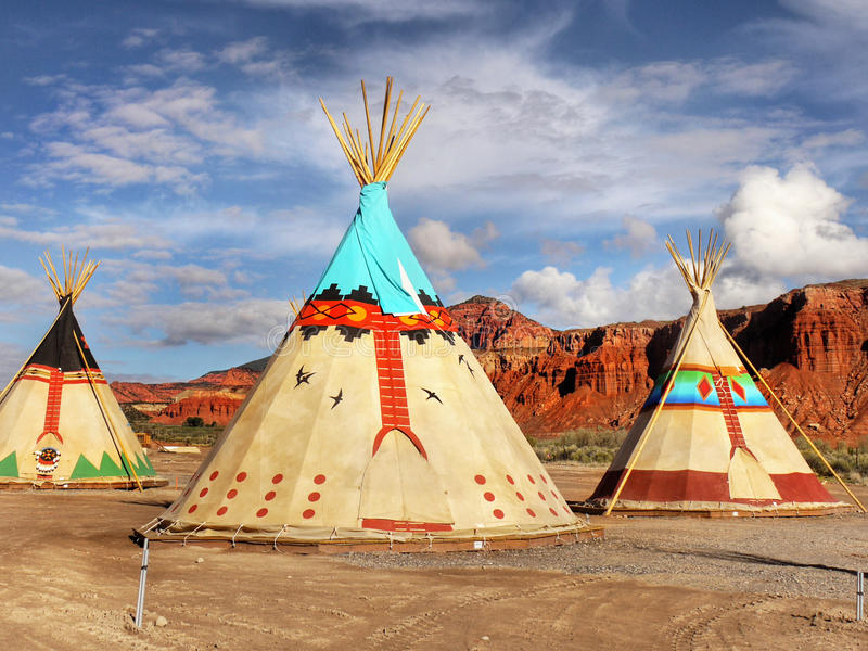 圆锥形帐蓬,圆锥形小屋,印地安帐篷 免版税库存照片