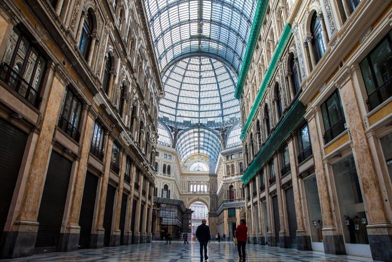 圆顶场所翁贝托一世一个公开购物的画廊在那不勒斯 库存图片