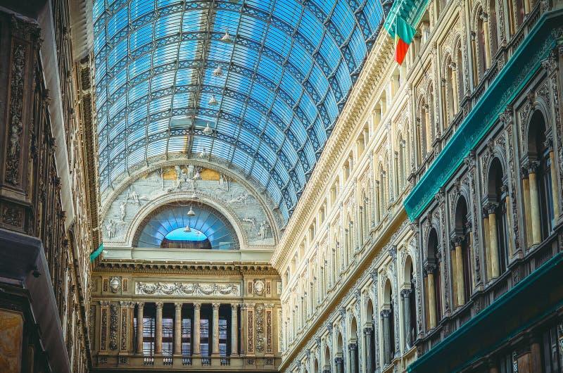 圆顶场所翁贝托一世是一个公开购物的画廊在那不勒斯,意大利 免版税库存照片