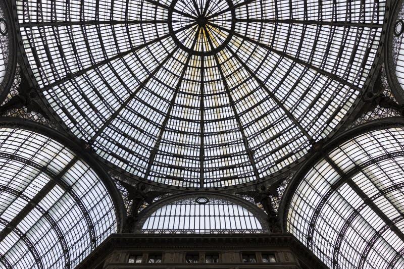 圆顶场所翁贝托内部我在那不勒斯,意大利 免版税库存图片