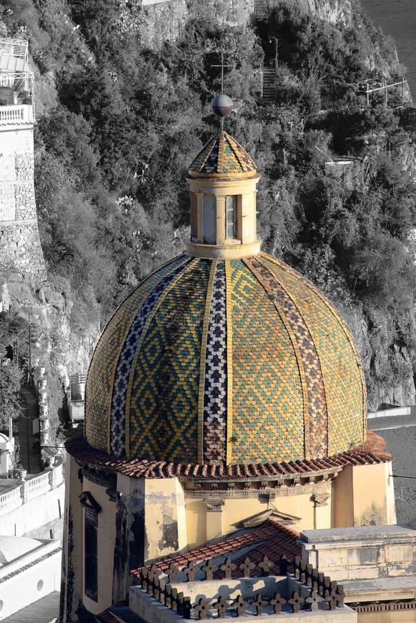 圆顶教会波西塔诺村庄 免版税库存照片