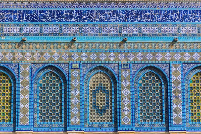 圆顶清真寺清真寺的门面的建筑学细节圣殿山的,耶路撒冷,以色列 免版税库存照片