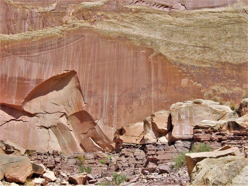 圆顶礁国家公园刻在岩石上的文字 库存照片