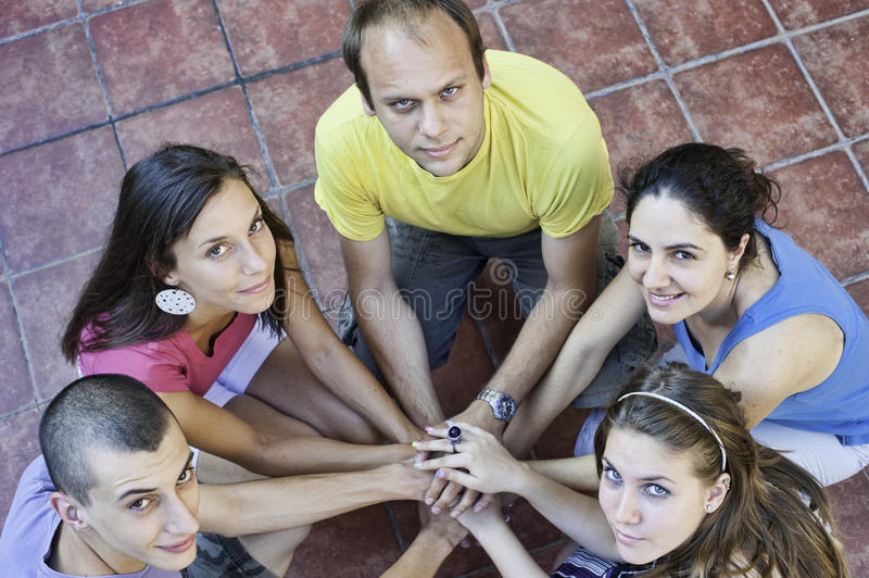 圈子的五个朋友 库存照片