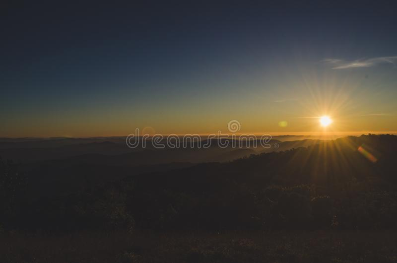 土井星期一Jong有一个美好的风景充满山脉 库存照片