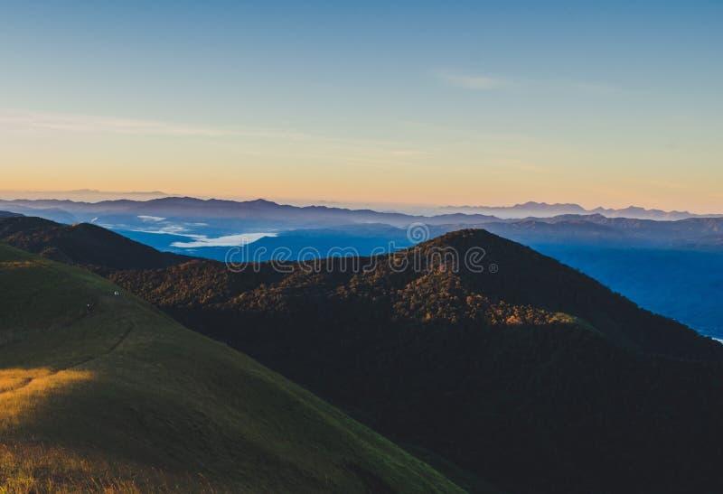 土井星期一Jong有一个美好的风景充满山脉 库存图片