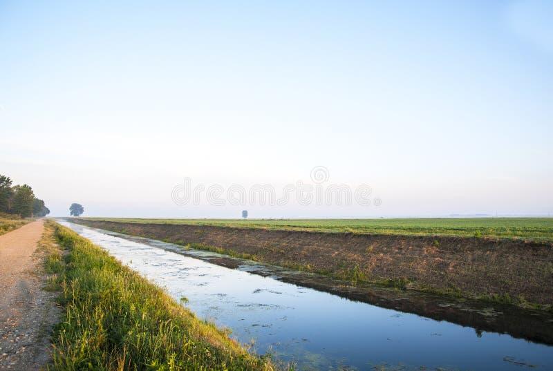 土地的灌溉的海峡 库存图片